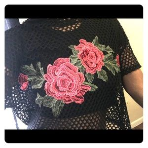 Tops - 🌹Fishnet rose top size L 🌹